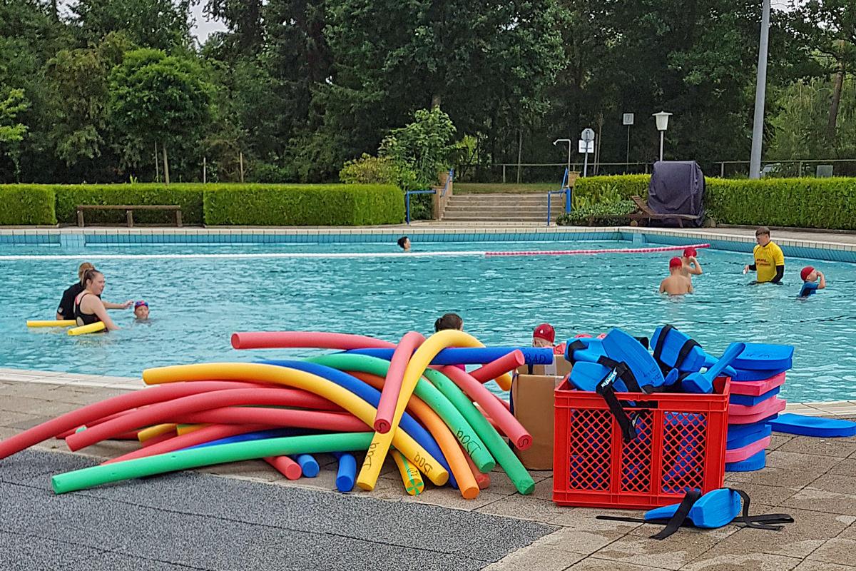 Schwimmkurs im Waldbad Alt Garge
